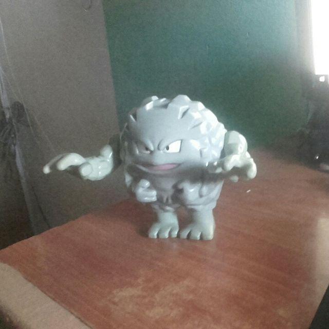 Pokémon Graveler de juguete.