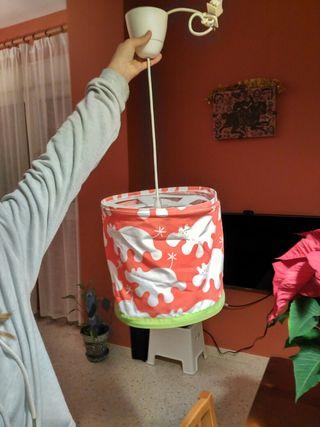 Lámpara y cortinas infantiles