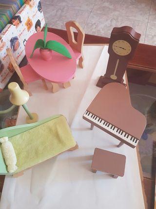 Muebles casa de muñecas.
