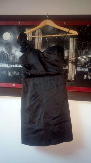 Vestido negro ajudtsdo