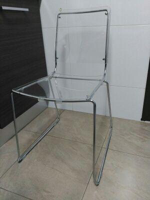 Dos sillas plexiglás en perfecto estado