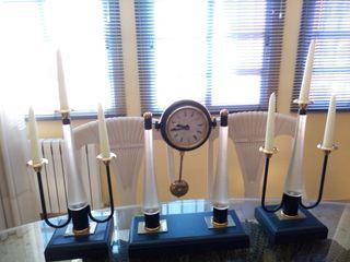 Juego de candelabros y Reloj