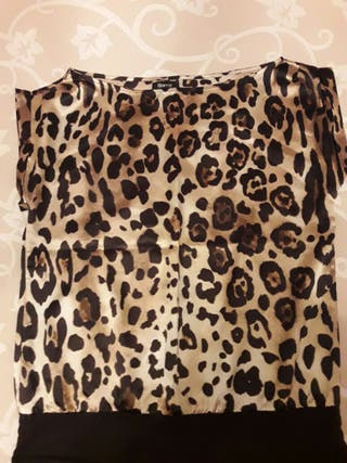 Camiseta leopardo.