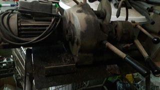 Maquina antigua roscadora