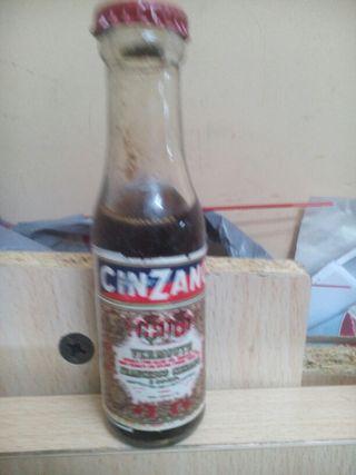 Botella antigua Cinzanito. Antigua. Decoración