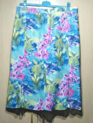 Falda estanpada