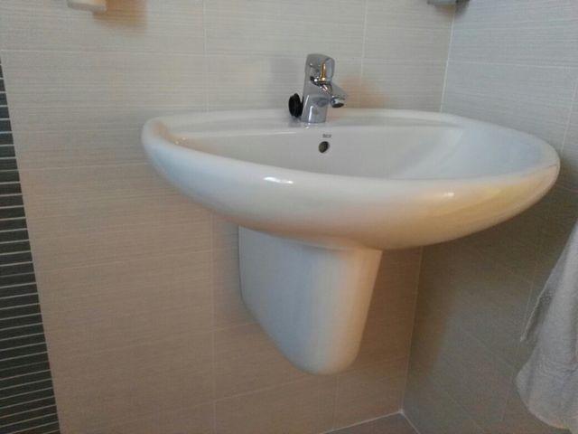 lavabo moderno sin pie de segunda mano por 60 en la