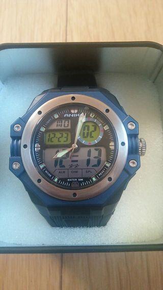 Reloj nuevo en caja metálica