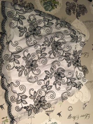 Falda tul bordado