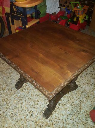 Mesa de salon. De madera Caoba