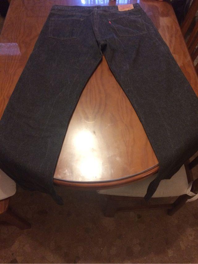 3 Pantalones Levis Americanos Originales De Segunda Mano Por 290 En Valencia En Wallapop