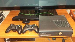 Xbox 360 + 2 mandos + kinect ,con juegos de regalo