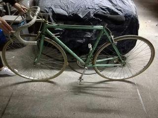 Bicicleta de carrera clasica razesa