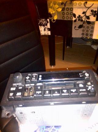 RADIO CASSET ORIGINAL CHRYSLER CON CARGA CD