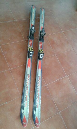 Esquís y botas.