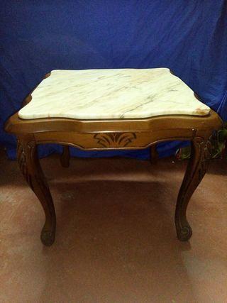 Mesita madera y marmol clasica
