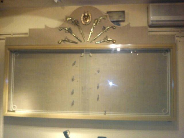 Vitrina con puertas de cristal y cerradura
