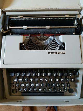 Maquina escribir Olivetti Dora