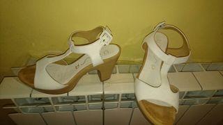 Sandalias piel, tacon y plata marca Unisa mujer blancas 36