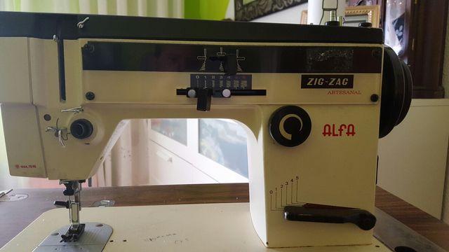 Maquina de Coser Alfa.