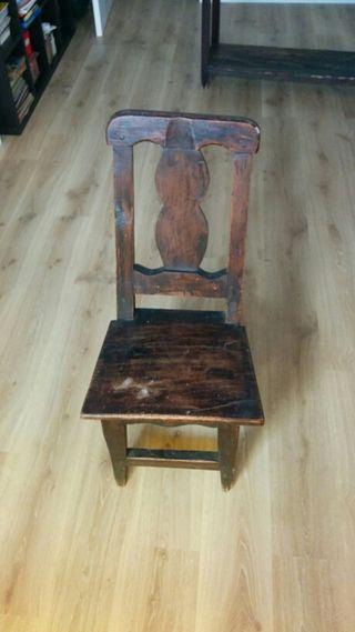 Silla madera maciza. Antigüedad.
