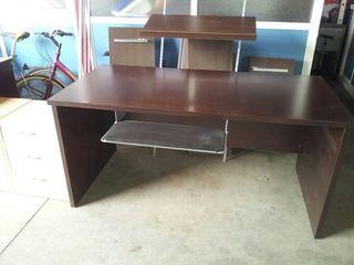2 mesas escritorio y 1 cajonera