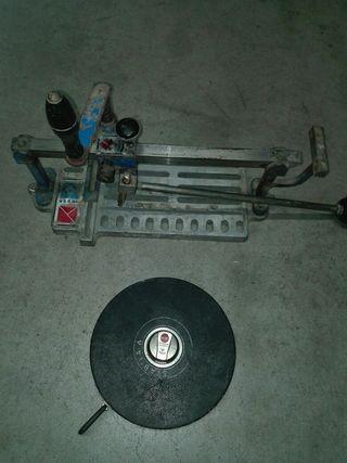 cortadora de azulejos y cinta métrica de 30 m