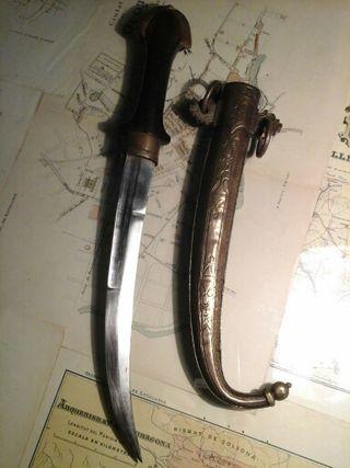 antiguo cuchillo persa
