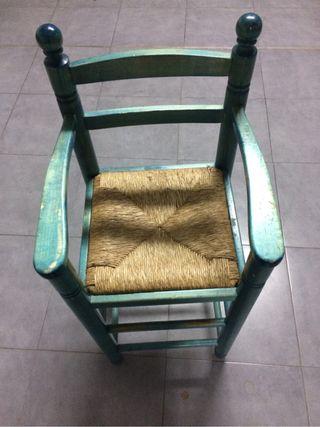 Silla trona de madera