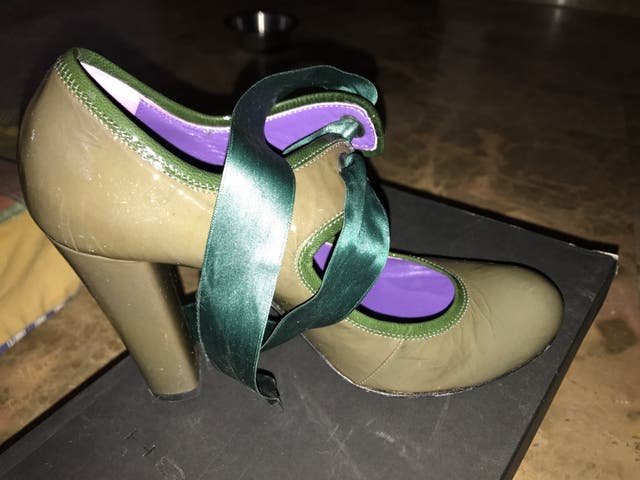 1cc146a4 Zapatos comodos charol de segunda mano por 10 € en Valencia en WALLAPOP