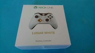 Mando Xbox one lunar white NUEVO