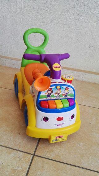 Cotxe musical caminador