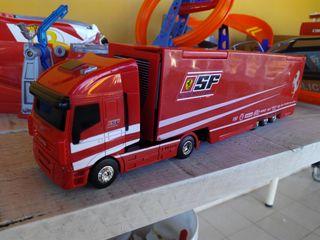 Camion de juguete iveco escuderia ferrari