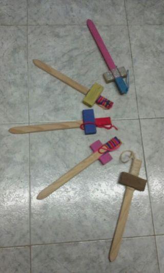 Espadas de madera (juguete)