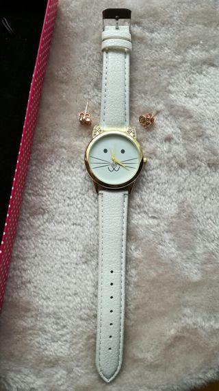 Reloj gato y pendientes huella, nuevos!!