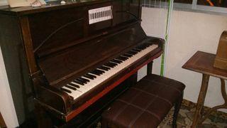Piano vertical vintage