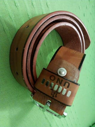 Cinturón marron de cuero