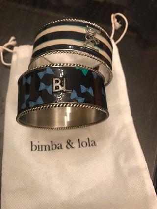 Dos brazaletes esmaltados de Bimba y Lola