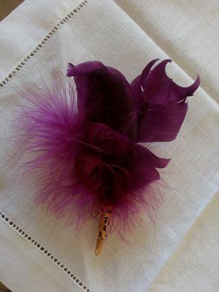 broche pluma
