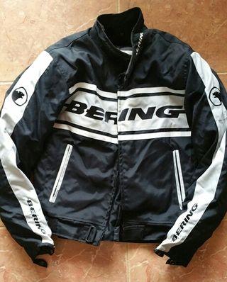 Chaqueta de moto marca BERING