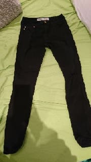 pantalón roto negro