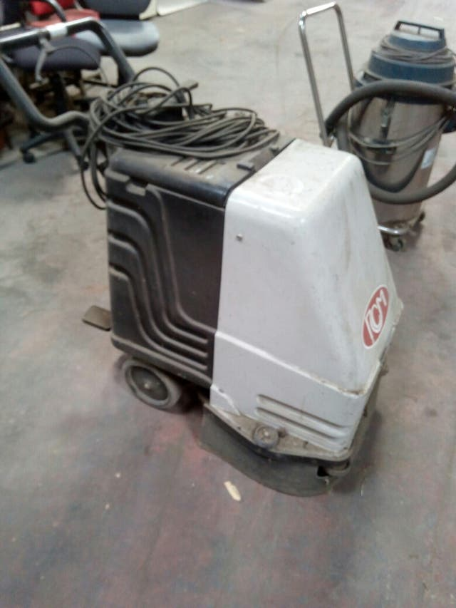 Barredora fregadora comac
