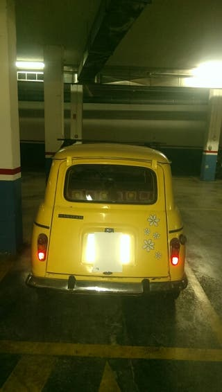 coche antiguo Renault 4 R4