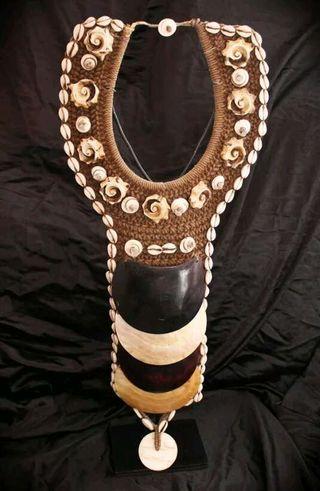 Increíble collar ceremonial de Papúa -Nueva Guinea