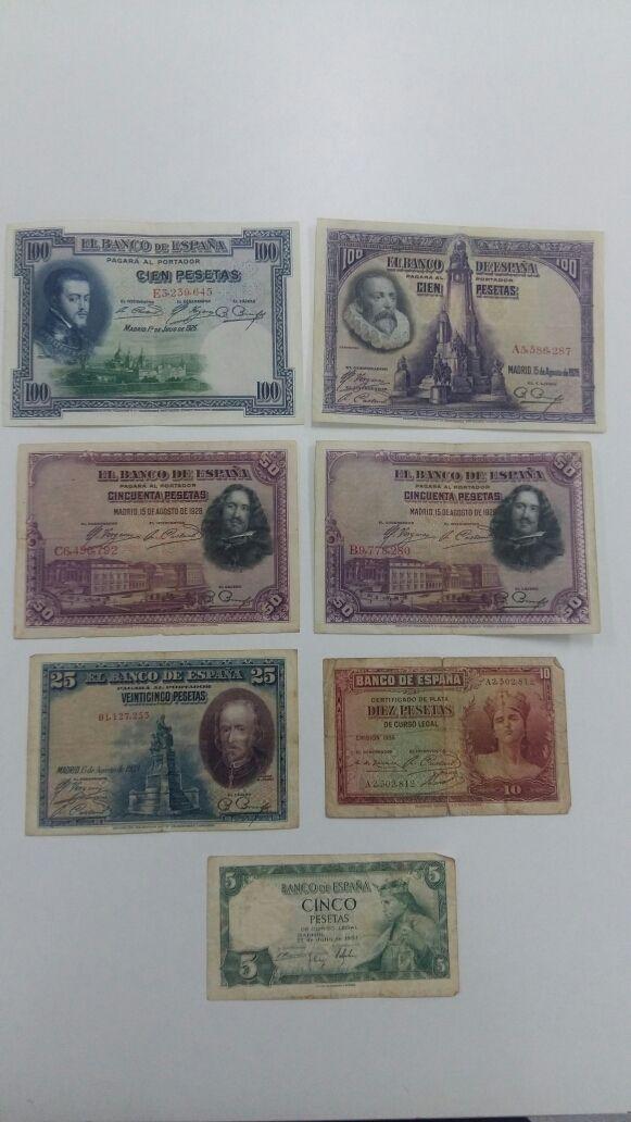 Lote variado de antiguos billetes de la República: