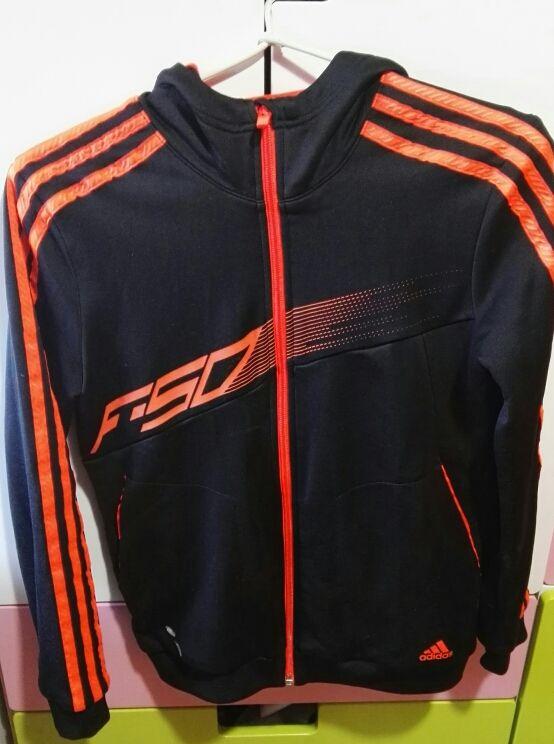 al menos Elegancia Litoral  Chaqueta Adidas negra con rayas naranjas de segunda mano por 20 € en Madrid  en WALLAPOP