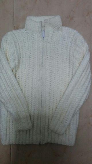 Chaquetita hecha de lana a estrenar