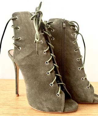 5' heel Ankle boot militar colour on a 5 uk size .