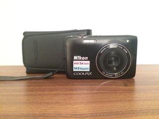 Cámara digital Nikon con caja original