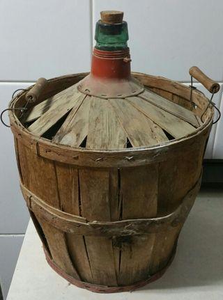 Antigua garrafa de agua (dama juana)